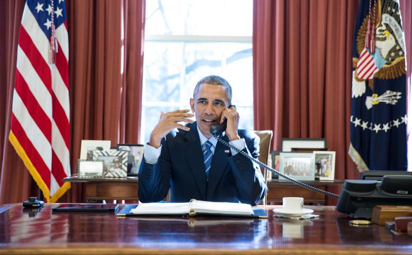 President Obama pratar med en person som också har ett tufft jobb, astronauten Scott Kelly.  (Foto: Official White House Photo by Pete Souza)