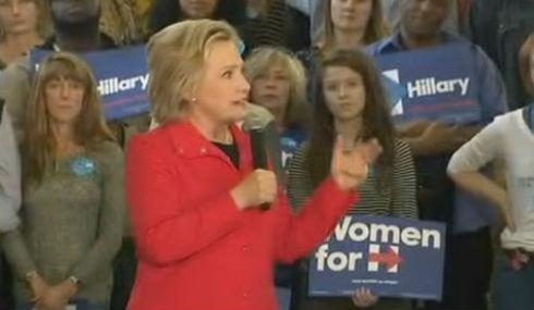 Se Hillary Clinton skälla som en hund under kampanjmöte