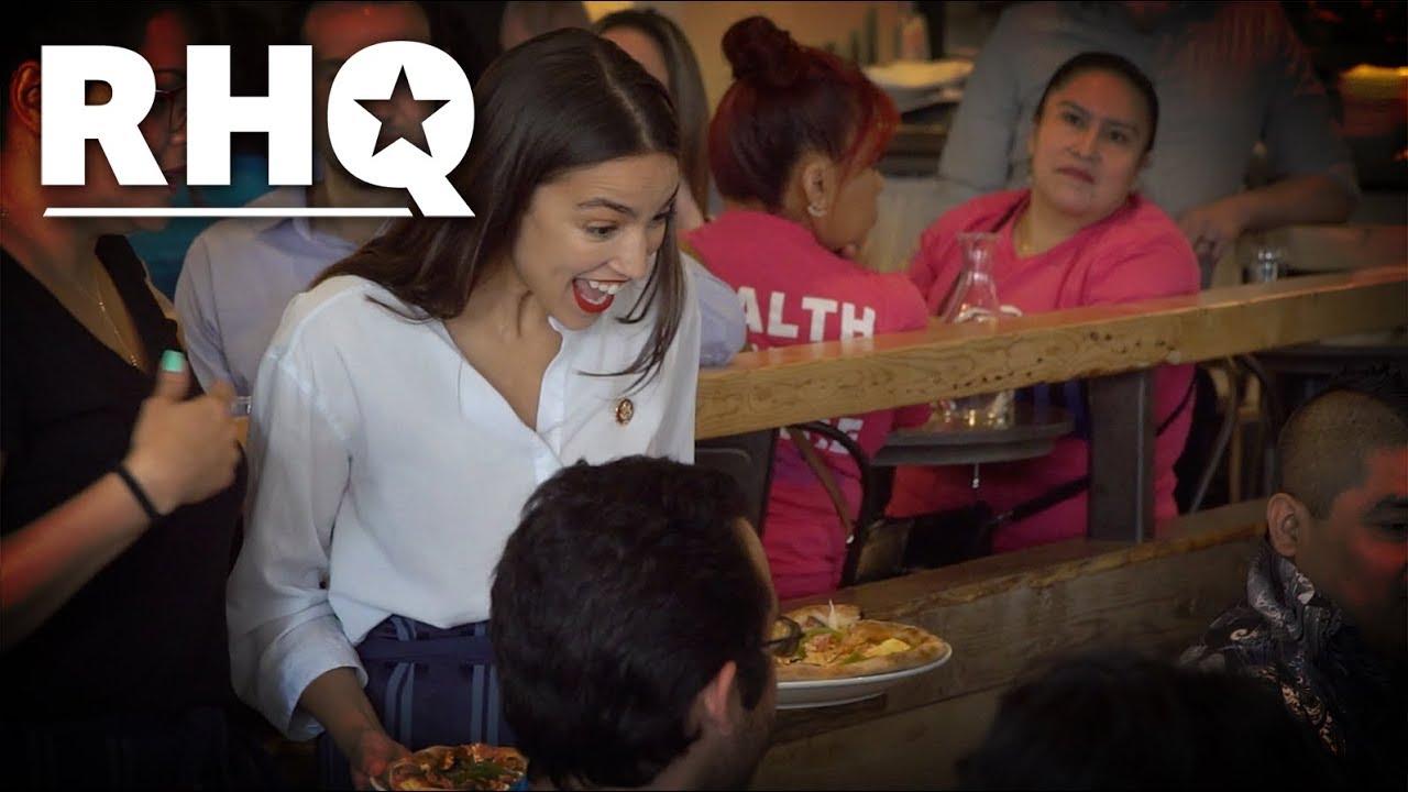 Varför Alexandria Ocasio Cortez jobbar som servitris igen
