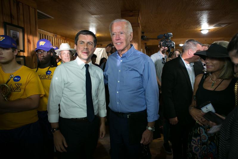 Buttigieg ger sitt stöd till Biden i Texas