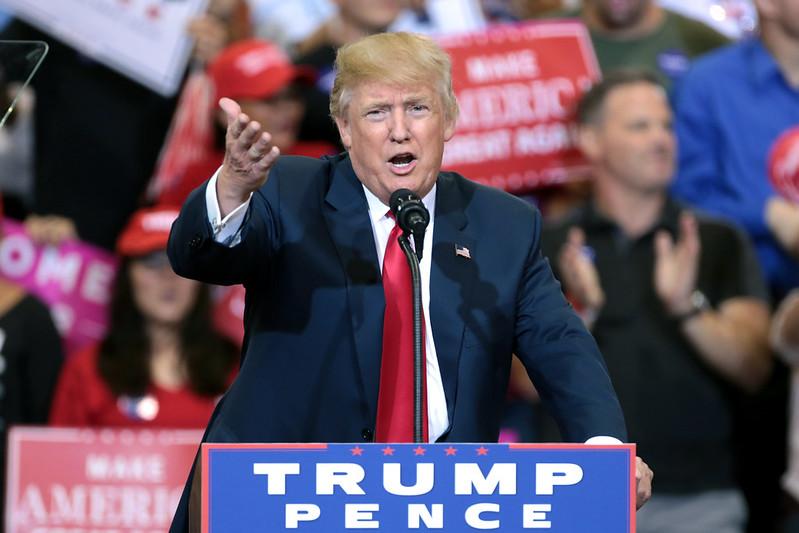 Trump lämnar sjukhuset för att åka till Vita Huset på måndagskvällen